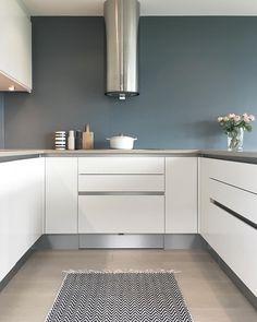 funkis) op In… New Kitchen, Kitchen Dining, Kitchen Decor, Kitchen Cabinets, Modern Kitchen Design, Interior Design Kitchen, Small U Shaped Kitchens, Cuisines Design, Küchen Design