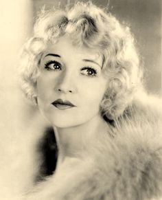 Betty Compson (March 1897 – April was an American actress. Born Eleanor Luicime Compson in Beaver, Utah, she had an extensive film career. Compson began in silents with her first film in November 1915 and made 41 films in 1916 alone. Silent Film Stars, Movie Stars, Bright Blue Eyes, 1920s Hair, Vintage Beauty, Vintage Makeup, Vintage Glamour, Vintage Ladies, Vintage Fashion