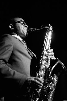 American tenor saxophonist Benny Golson playing on stage with 'The Jazztet', jazz sextet co-founded in 1959 by trumpeter Art Farmer and himself. Jazz Artists, Jazz Musicians, Tenor Sax, Saxophone, Jazz Radio, Musician Photography, Jazz Poster, Jazz Funk, Jazz Club