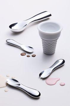 Lemnos 15.0%シリーズ 。 手の熱でアイスを溶かし、食べやすくするスプーン。コーンは2層になっていてアイスが溶けにくいそうです!溶かすためのスプーンと溶かさないためのコーン、対象的な機能を同じシリーズの製品としてるのが面白いですね!