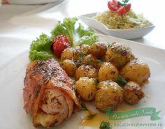 Piept de pui umplut si garnitura de cartofi noi - Bucataresele Vesele Romanian Food, Cordon Bleu, Carne, Potato Salad, Potatoes, Traditional, Meat, Chicken, Cooking