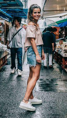 Street style look com flatform e blusa ciganinha
