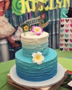 This beautiful moana cake topper will be the perfect finish touch to any moana t. Mini Cakes, Cupcake Cakes, Moanna Cake, Rose Cupcake, Cupcakes, Cake Smash, Cake Pops, Moana Theme Birthday, 2nd Birthday