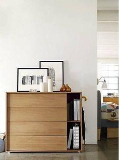 Busca imágenes de Recámaras de estilo moderno en translation missing: mx.color.recámaras.acabado-en-madera: Parallel Wide Dresser. Encuentra las mejores fotos para inspirarte y crea tu hogar perfecto.
