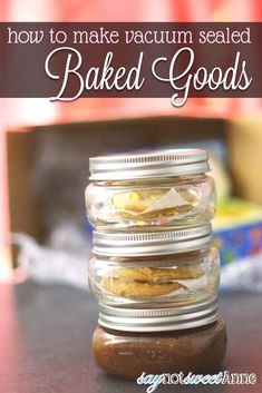 Canned Baked Goods - Vacuum sealed cookies, brownies and cakes in a jar, good for months! Canning cookies, who knew! Mason Jar Desserts, Mason Jar Meals, Meals In A Jar, Mason Jars, Mason Jar Cupcakes, Cake In A Jar, Dessert In A Jar, Jar Gifts, Food Gifts