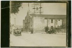 Old photos of the Alamo discussion on the TexAgs History forum. Alamo San Antonio, San Antonio Spurs, Texas History, Local History, Texas Revolution, Old West Photos, Republic Of Texas, National Parks Usa, Famous Landmarks