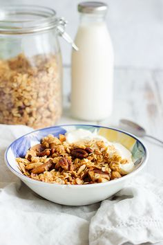 Maple & Coconut Homemade Granola Recipe   Delicious and crunchy granola made with oats, coconut flakes, nuts and maple syrup. Simple and has 6 ingredients only, making it the perfect breakfast staple! #vegan