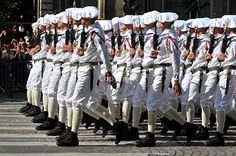 Chasseur Alpin Troops, Soldiers, Chamonix Mont Blanc, Famous French, French Army, Armed Forces, Alps, Hunters, Marines
