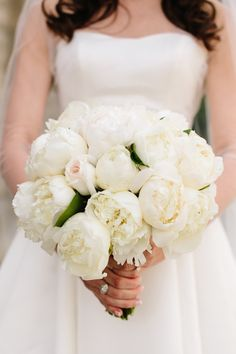 white wedding bouquet idea; photo: Lyndsay Undseth Photography