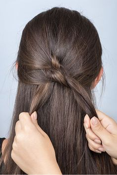 Hairstyles Tutorial: Multiple Knotted Banana - Tie More Knots - Easy Hairstyles Curls For Long Hair, Haircuts For Long Hair, Long Hair Cuts, Wavy Hair, Braided Hairstyles For Wedding, Braided Hairstyles Tutorials, Bun Hairstyles, Hair Tutorials, Banana For Hair