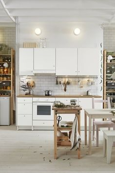 Super Kitchen Ikea Knoxhult Ideas This trendy decor type, which generates hot and personal environments Kitchen Ikea, Living Room Kitchen, Home Decor Kitchen, Kitchen Flooring, Kitchen Furniture, Home Kitchens, Kitchen Dining, Knoxhult Ikea, Ideas Hogar