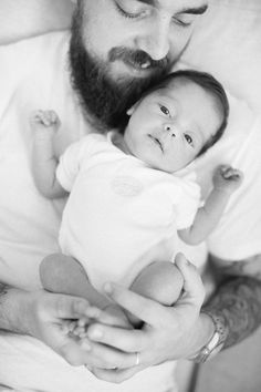 Black and White newborn photography by Lara Emme