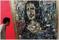 Beijing, China, in a group of computer engineers displayed a recreation of da Vinci's Mona Lisa made out of computer parts Alter Computer, Computer Diy, Mona Lisa, Electronics Components, Old Computers, Shape Art, Reproduction, Tecno, Urban Art