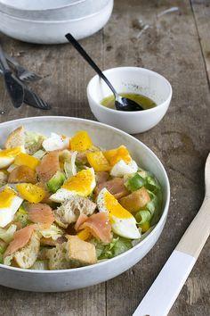 Naast een broodje is het ook lekker om bij de paasbrunch een salade op tafel te zetten. Wat dacht je van deze vrolijke salade met gerookte zalm en ei? Als je tijdens de paasdagen een salade op tafel zet mag daar een eitje natuurlijk niet in ontbreken. Dit plaatje is toch Pasen (of zomer?) op... LEES MEER...
