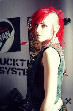 Hottest Cost-Free Scene Hair undercut Style Discovering picture hairstyles that are neat however, not cliche can be tough, to a certain extent Punk Girls, Punk Girl Hair, Punk Women, Raver Girl, Emo Scene, Scene Hair, Rockabilly Style, Punk Fashion, Grunge Fashion