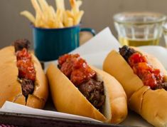 Light the braai and make these quick and easy boerewors rolls with a gourmet-style tomato relish (plus chilli, if you dare). Serve with skinny fries. Braai Recipes, Cooking Recipes, Braai Pie, South African Recipes, Ethnic Recipes, Tomato Relish, Pub Food, Spaghetti Recipes, Mediterranean Recipes