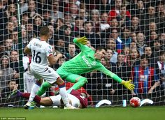 West Ham 2 Crystal Palace 2 :Second-half substitute Dwight Gayle slots the ball past Adrian to level the scores in the London derby