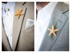 Détails habillement du marié lors d'un mariage à la plage. Etoile de mer à la boutonnière.