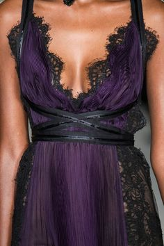 Marchesa at New York Fashion Week Fall 2015 - Details Runway Photos Fashion Week, Runway Fashion, High Fashion, Fashion Show, Beautiful Gowns, Beautiful Outfits, Pretty Outfits, Pretty Dresses, Casual Holiday Outfits