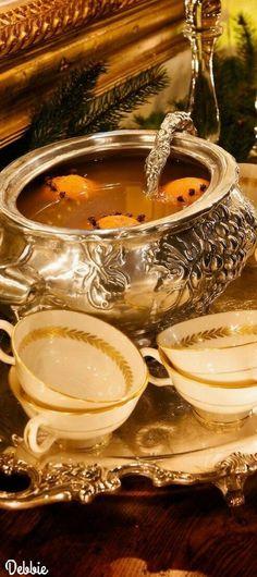 Autumn Tea, Autumn Home, Autumn Table, Table Setting Inspiration, Autumn Inspiration, Different Types Of Tea, Best Green Tea, Thanksgiving Feast, Thanksgiving Catering