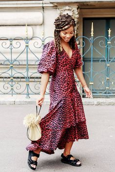 2018 outfits: red leopard print Ganni dress worn with chunky sandals and a straw bag Over 50 Womens Fashion, Only Fashion, Fashion Over 50, Fashion Week, Girl Fashion, Dress Fashion, Afro, Red Polka Dot Dress, Spring Summer