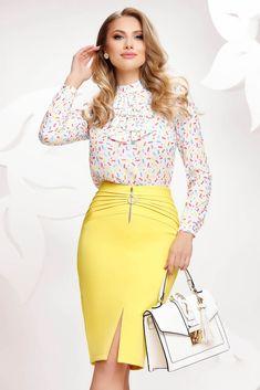 Fusta de dama eleganta cu croiala conica. Modelul este unul actual croit din material captusit special pentru a nu fi transparent. Fronseurile laterale, crapatura frontala si fermoarul metalic auriu asigura o nota glamour produsului. O piesa ideala pentru femeia activa, moderna. Waist Skirt, High Waisted Skirt, Spring Summer, Clothes For Women, Lady, Modern, Skirts, Outfits, Fashion