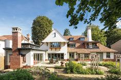 Is this the most perfect new period-style home we've ever seen? Jason Orme thinks so, and meets owners Jean and Ian Rhodes — and genius architect James Snell Arts And Crafts House, Home Crafts, Easy Crafts, Schedule Of Works, Types Of Bricks, Fun Craft, Craft Ideas, Self Build Houses, 1920s House