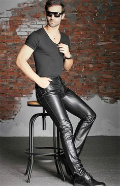Men in hot boots or cool leather and some piercing : Photo Mens Leather Pants, Tight Leather Pants, Men's Leather, Leather Jackets, Outfits Hombre, Leder Outfits, Big Men Fashion, Leather Fashion, Men Dress