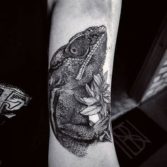 """Chameleon, part II""  .  .  🛫 Europe August/September Appointments: fetattooer@gmail.com .  .  #art #artwork #arte #blackworkers #blackworkerssubmission #blxckink #blackart #btattooing #drawing #dotwork #darkartists #dotworktattoo #equilattera #engraving #electricink #illustration #ilustra #inkstinctsubmission #inkedmagazine #inked #linework #lines #linetattoo #tattoodo #tattoo #tattooed #tatuagem"
