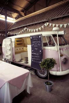 Food Inspiration – Bubble gum pink Food Truck with chalkboard door. Food Rings Ideas & Inspirations 2017 - DISCOVER Bubble gum pink Food Truck with chalkboard door. Food Trucks, Kombi Food Truck, Coffee Carts, Coffee Truck, Coffee Shop, Mobile Bar, Mobile Shop, Foodtrucks Ideas, Combi Ww