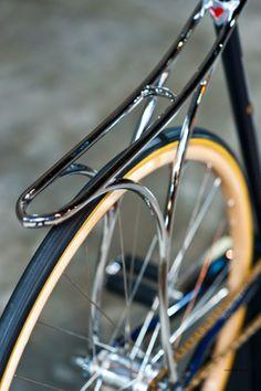 Cherubim bike rack at 2013 via Urban Velo Velo Design, Bicycle Design, Cool Bicycles, Cool Bikes, Photo Velo, Course Vintage, Vw Minibus, Velo Retro, Bike Details