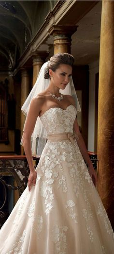 lace wedding dresses and pretty wedding dresses ,so beautiful