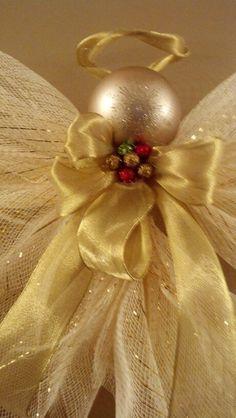 close up off deco mesh angel more deco mesh angels angels deco angels . Christmas Angel Ornaments, Christmas Holidays, Christmas Wreaths, Christmas Decorations, Christmas Projects, Holiday Crafts, Christmas Ideas, Mery Chrismas, Deco Mesh Crafts