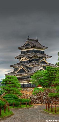 O emblemático Castelo de Matsumoto. Conheça sua história e importância para a cultura do Japão....