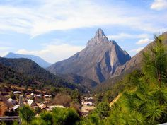 En el municipio, se encuentra la majestuosa sierra de Arteaga, la cual es considerada la Suiza de México por sus bellos paisajes boscosos y cumbres nevadas en invierno. Foto: radiomil.com.mx