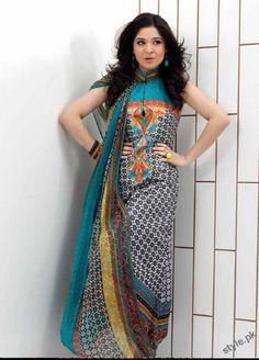 Salwar suit worn by Ayesha Omer