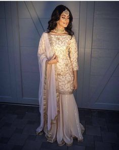 Beautiful and detailed suit worn by the famous choreographer from the bay, Manpreet toor! Pakistani Wedding Outfits, Pakistani Dresses, Indian Dresses, Indian Outfits, Wedding Dresses, Indian Suits Punjabi, Indian Attire, Indian Wear, Dress Indian Style