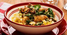 Viva Italia med den här snabblagade och smakrika kycklingpastan. Riv gärna över parmesan före servering för extra mycket italienkänsla!