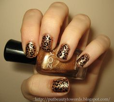 Must get a black nail art pen so that i can try this.