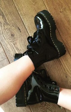 Dr martens molly – ᒪEIᗩ Dr martens molly The Molly boot, shared by mxxyra. Dream Shoes, Crazy Shoes, Me Too Shoes, Dr. Martens, Emo Shoes, Sock Shoes, Doc Martens Outfit, Doc Martens Boots, Aesthetic Shoes