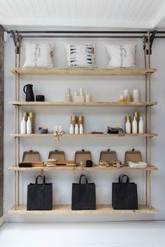 hanging shelf / planken / winkelstyling