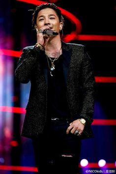 Taeyang   Hunan TV New Year Concert (160101)