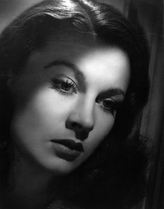 Vivien Leigh by Laszlo Willinger bromide print, 1940 11 5/8 in. x 9 in. (295 mm x 230 mm)