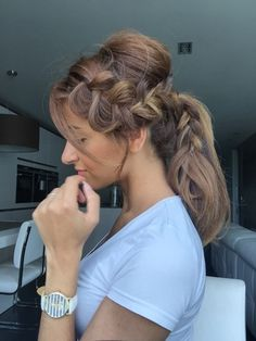 Add glamour to your ponytail! Watch this hair tutorial of the braided ponytail.