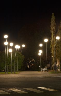 landscape outdoor lighting design, installation instructions, how-to guides, maintenance tips & project ideas Park Lighting, Outdoor Garden Lighting, Street Light Design, Parque Linear, Plans Architecture, Architecture Interiors, Architecture Design, Landscape Lighting Design, Lighting Concepts