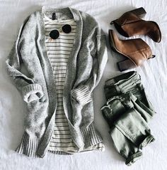 I want this outfit! Long grey cardigan, black striped white t-shirt, faded green skinny jeans, camel ankle boots Fall Winter Outfits, Autumn Winter Fashion, Mens Winter, Casual Winter, Winter Wear, Winter Dresses, Winter Style, Look Fashion, Fashion Outfits