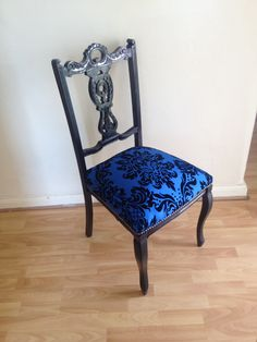 Queen Anne style chair Black Dining Chairs, Leather Dining Chairs, Kitchen Chairs, Office Chair Cushion, Chair Cushions, Funky Furniture, Upcycled Furniture, Queen Anne Furniture, Queen Chair