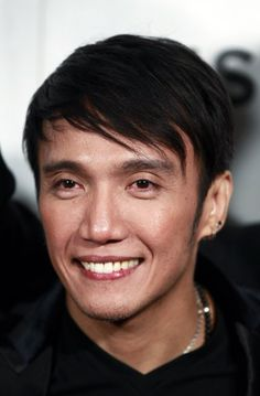 "Singer Arnel Pineda of the band Journey arrives for the premiere of ""Don't Stop Believin': Everyman's Journey"" during the 2012 Tribeca Film Festival in New York, April 19, 2012. REUTERS/Lucas Jackson (UNITED STATES - Tags: ENTERTAINMENT HEADSHOT)"