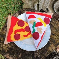 Another fantastic addition to your felt food collection, encourage imaginative play with this handcrafted felt pizza set. Whether it's a fancy tea party or teddy bears' picnic in the garden, the opportunities for play are endless. Felt Pizza, Pop Up Market, Felt Food, Imaginative Play, Teddy Bears, Tea Party, Kids Toys, Picnic, Fancy