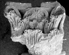 Segobriga, imágenes, 44. Capiteles romanos de Segobriga.
